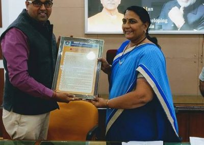 "Mr. Chintan Pathak presented Oath of ""Responsible Digital Citizen"" to Mayor Smt. Asmitaben Shiroya madam at Surat Municiapal Corporation Office."